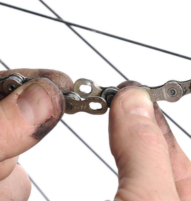 Con ese aditamento es muy fácil retirar la cadena para limpiarla.