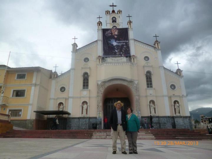 Los Padres de Moises frente a la Iglesia La Soledad - Huaraz
