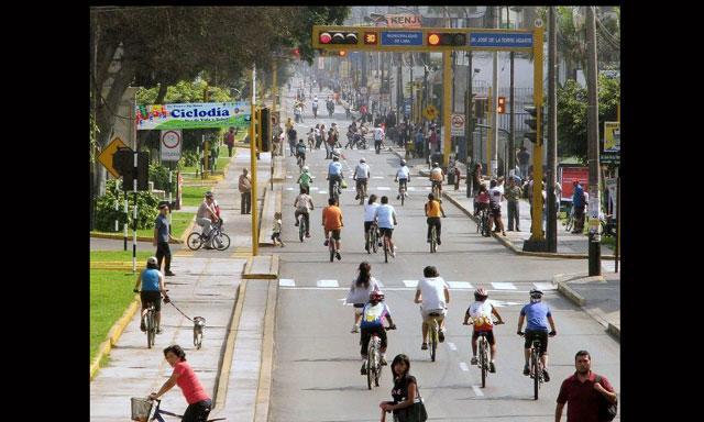 Sólo con pasearse por Ciclodía y notar la gran convergencia de gente de todas partes de Lima... debería ser razón suficiente para preguntarse si es una tontería o algo muy lógico.